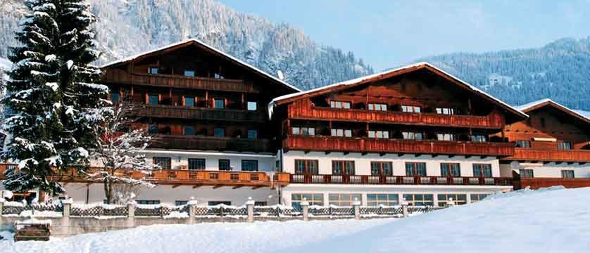 Austria_Alpbach_Hotel-Alpbacherhof_Exterior-winter3.jpg